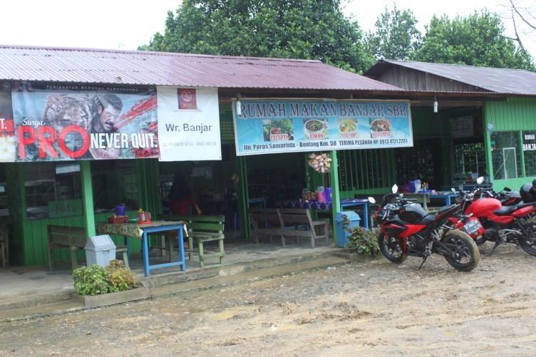 Motortocht Borneo warung